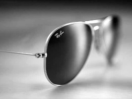солнцезащитные очки с чёрными линзами